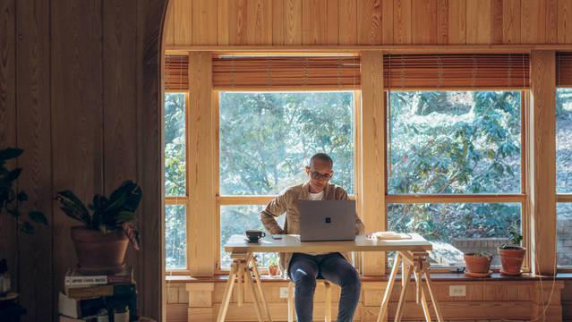 escritorios-comodos-y-practicos-para-el-teletrabajo