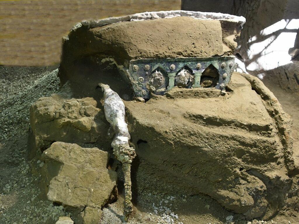 pompeii-chariot-1-6140f985b312e7607ac57900746ea0893da145de-s1600-c85-1024x767