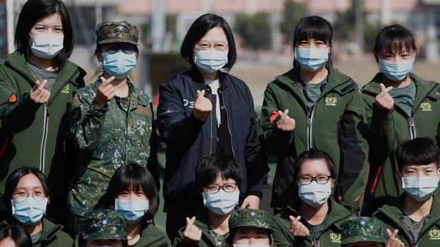 tainan-taiwan-15-01-2021-taiwan-president-tsai-ing-wen-c-poses-for-a-group-photo-during-her-visit-to-a-military-base-in-taiwan-15-january-2021-us-under-secretary-of-state-keith-krach-said-on-14-january-that-the-rec